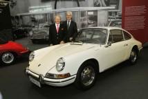 Wolfgang Porsche a Matthias Müller při zahájení výstavy