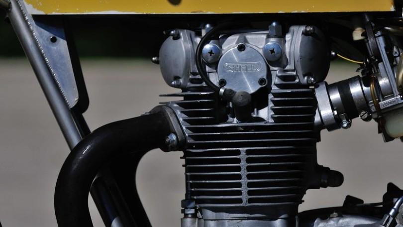 Motor s hlavou od Tima Witmana